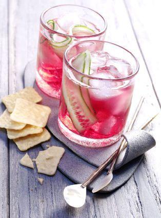 Cranberry TonicCe qu'il faut:  3 cl de sirop de citron vert 4 cl de jus d'orange 4 cl de VanDyck gin 8 cl de Canadian Cranberry Red