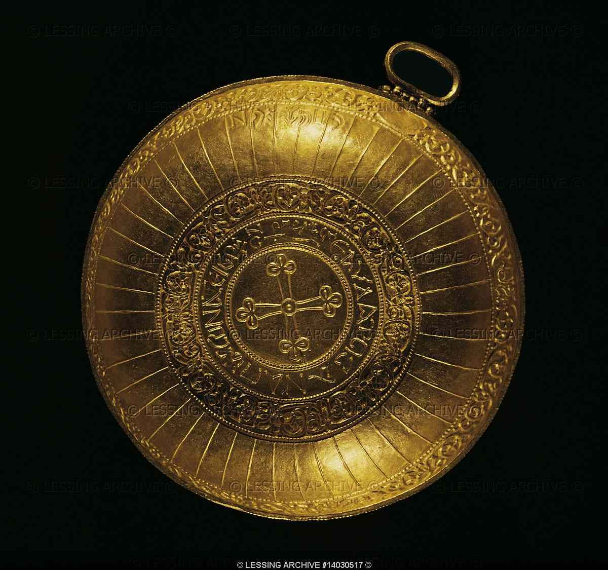 The treasure of Nagyszentmiklos.The gold treasure found in 1799 in Nagyszentmiklos (now Sinicolaul in Roumania)consists of 23 pure gold vessels weighing a total of 10 kg.A cross on a gold plate dates the treasure from the time of Christianization of Bulgars.