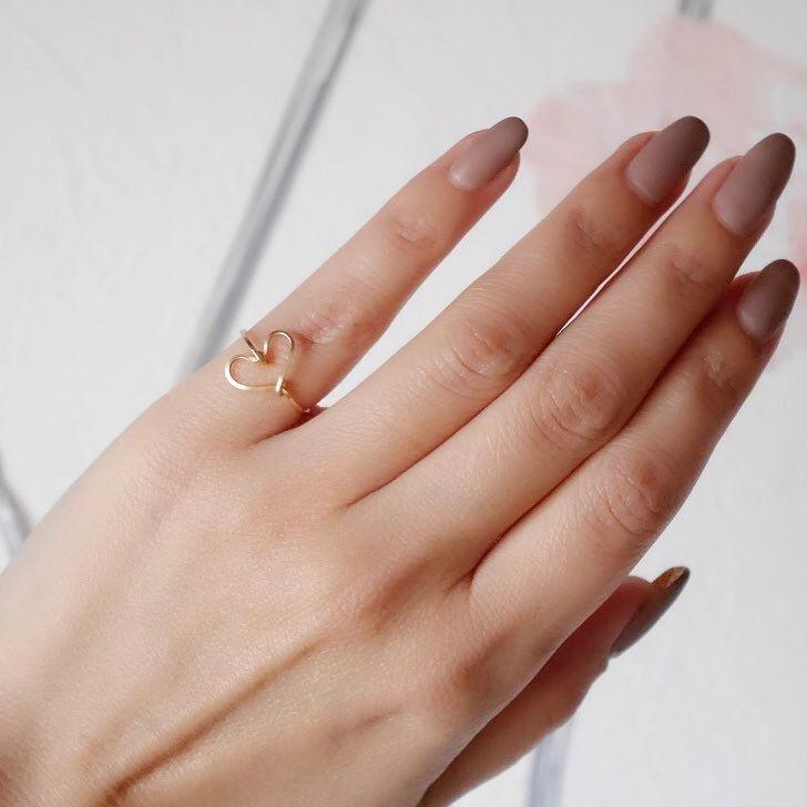 今回お友達にハンドモデルもお願いしちゃいました綺麗な手うらやましい ピンキーリングにしてもファランジリングにしても可愛いです www.cherfran.com 直接のお問い合わせもお待ちしております #creemacraftparty #ピンキーリング #ファランジリング #ハート #Heart #指輪 #ring #ワイヤー #天然石 #アクセサリー #カスタマイズ #オリジナルアクセサリー #jewelry #tokyo #cher_and_fran #シェールアンドフラン