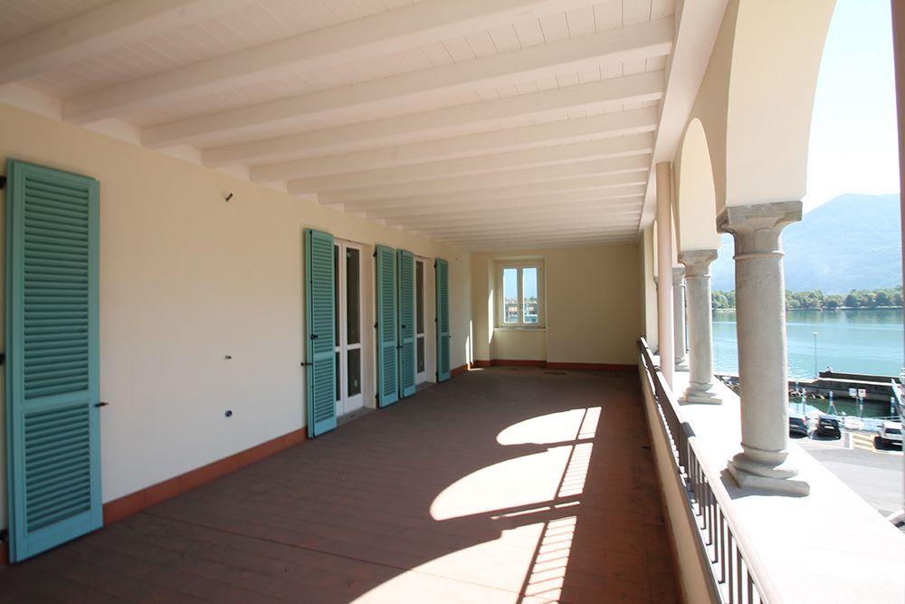 Ampio terrazzo vista lago | Residenza, Soggiorno open ...