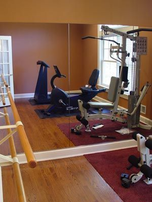 Small home gym i wouldn 39 t mind having a bigger house to for Small room workout