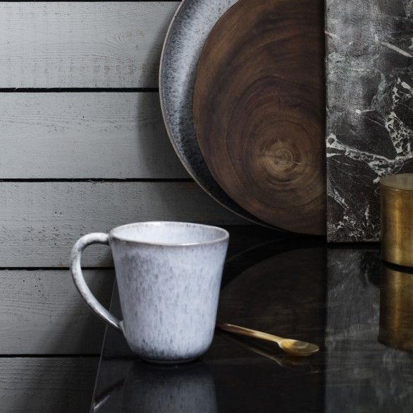 This mug from the Danish brand H. Skjalm P. is perfect for a stylish cup of tea or a cappuccino! The mug has a lilac color.