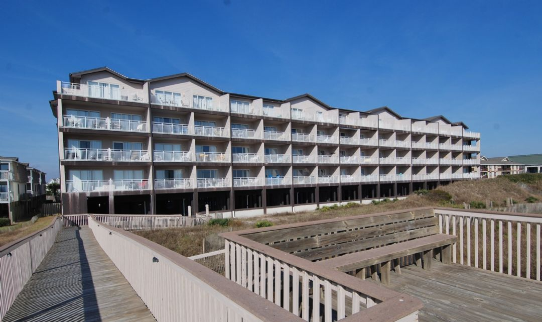 Sunset Properties Windjammer Unit 2e Is A Oceanfront Vacation Al Condo Located In Ocean Isle Beach Nc This 2br 2 Ba Property Has So Much To Offer