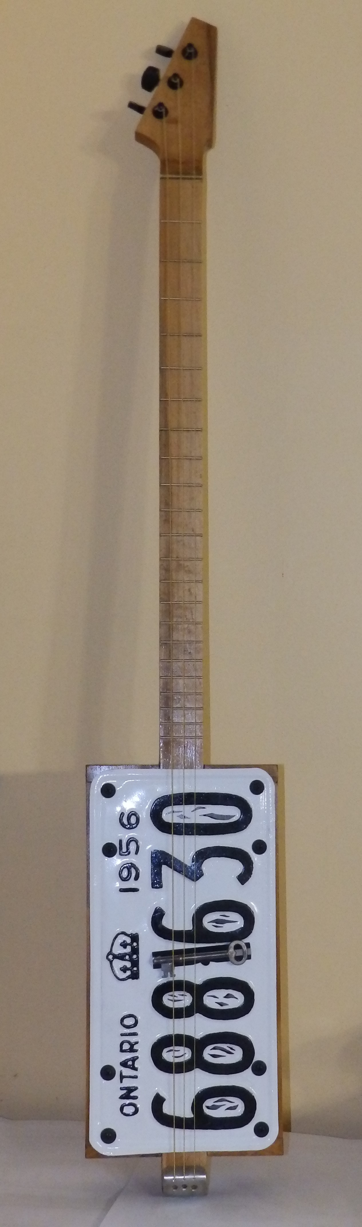 license plate 3 string guitar