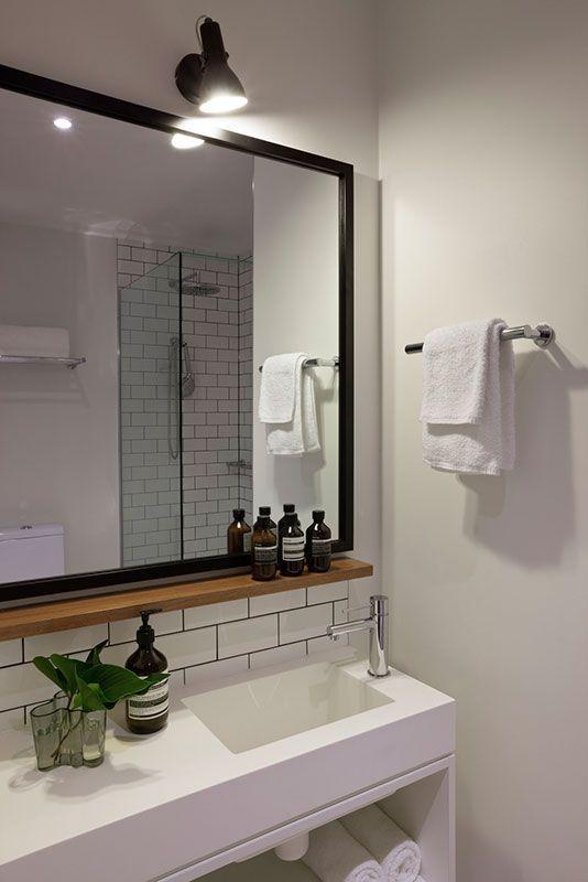 Photo of Kleines Holzregal unter dem Spiegel. HASSELL | Projekte – Ovolo Laneways #bathroommirr …