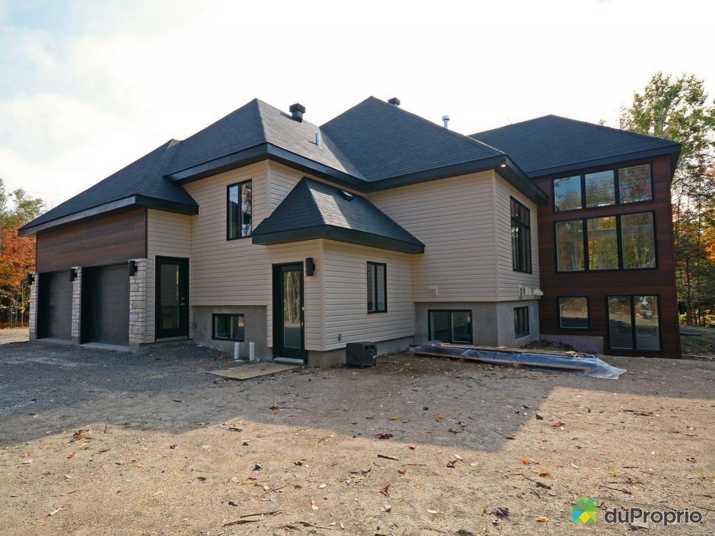 bungalow contemporain cl en main de plus de 4 800 pi avec garage double et une bi g n ration. Black Bedroom Furniture Sets. Home Design Ideas