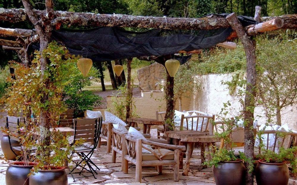 25 ideas de dise os r sticos para decorar el patio for Diseno de fuente de jardin al aire libre