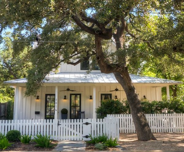 Modern farmhouse cottage perfection austin tx hookedonhouses net