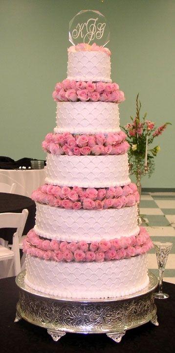 27 Pretty Pink Wedding Cakes We Adore   Team Wedding Blog