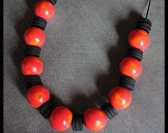 92f426ca8e6e Tonos de polímero rojo collar bolas naranja