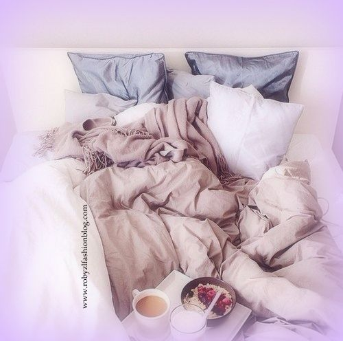 E' un Maggio travestito da Gennaio, un Lunedì che sa di Domenica e c'è una colazioneche profuma di croissant caldi e caffè fumante. Io sono confusa, e questo può essere un effetto del…