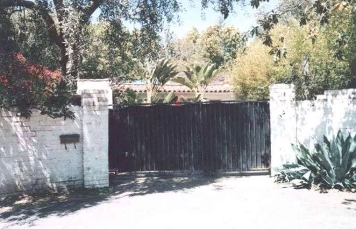 Marilyn monroe 39 s gate to her house marilyn monroe 12305 fifth helena drive brentwood california
