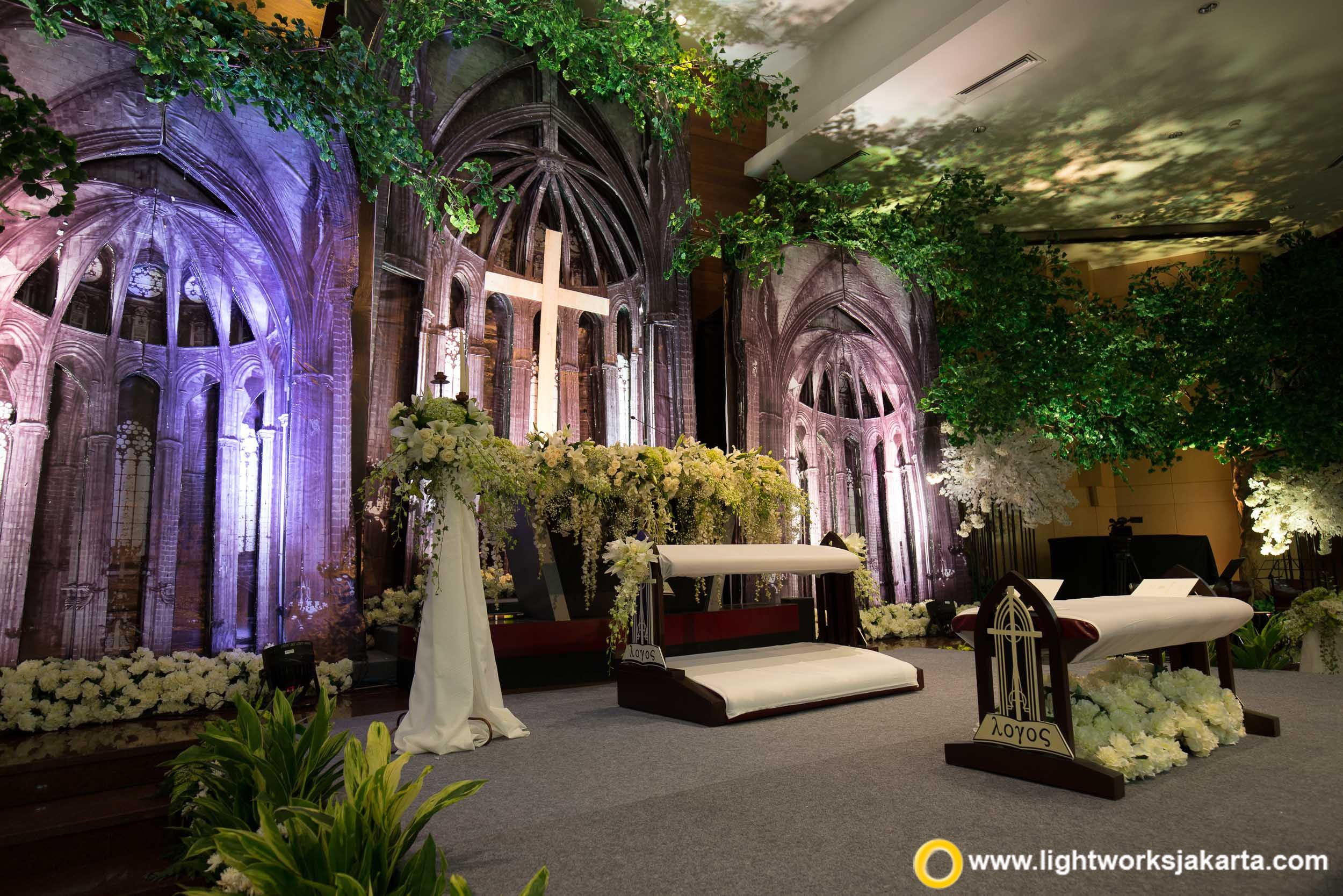 Antique church decoration for the wedding ceremony from steve antique church decoration for the wedding ceremony from steve decor as the decorator and lightworks as junglespirit Choice Image