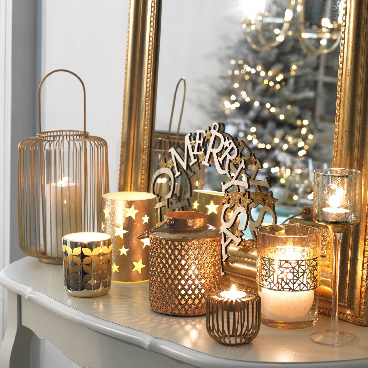 Deco Noel Bougeoirs Photophores Et Lanternes French Christmas Decor Christmas Interiors