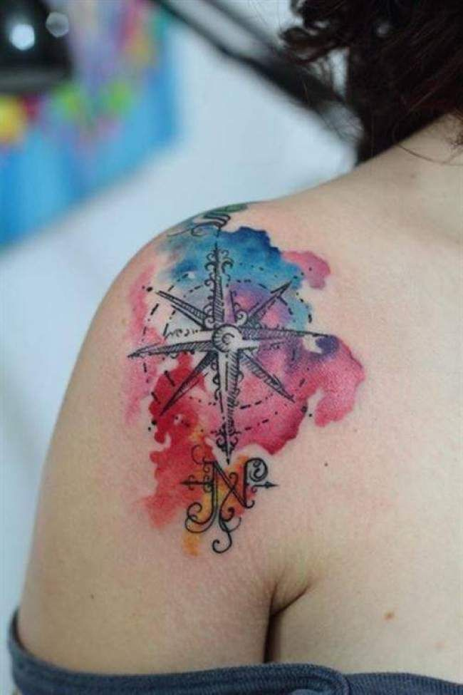 tatouage de femme : tatouage boussole aquarelle sur Épaule ! | tatoo