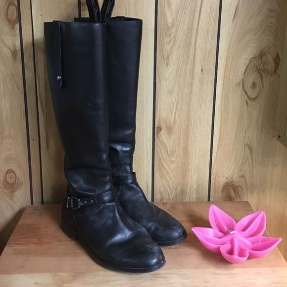 Leather Charles David boots These are gently used for only a couple of months. Do not miss out on this sale price!! All offers are made through the offer button only!!;) check out my bundle discount Charles David Shoes Winter & Rain Boots