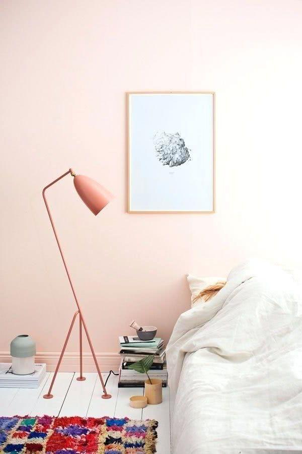 Cuarto Con Pared Rosa Pastel Salmon Lampara Salmon Cama Beige Y Cuadro Room Wall Colors Room Colors Rose Gold Decor