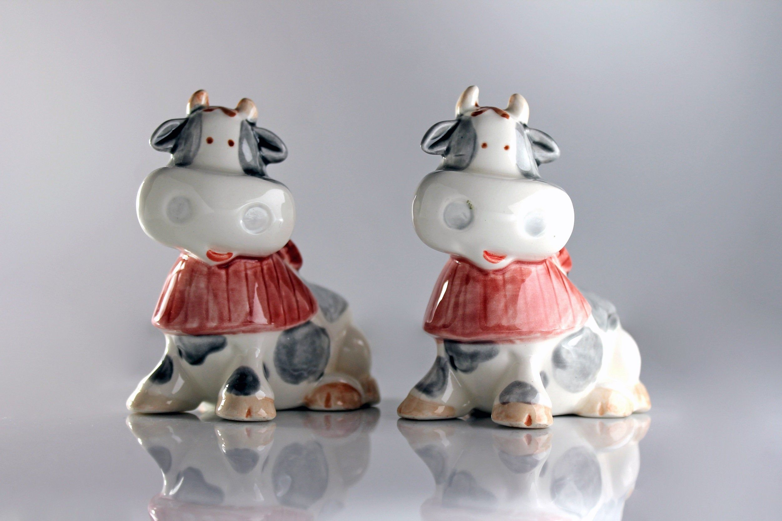 Cow salt and pepper set grey and white ceramic shakers