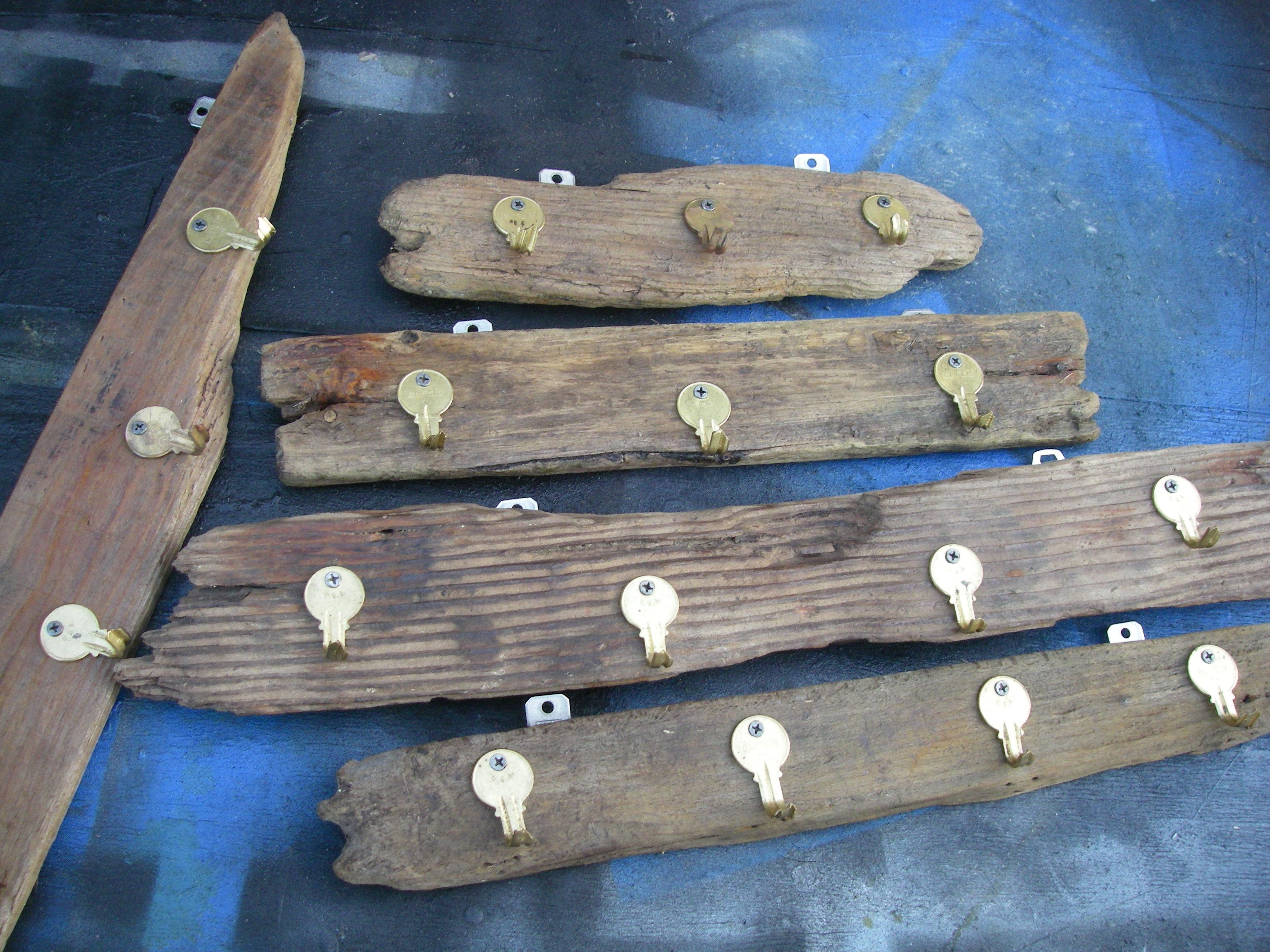 Driftwood Key Hooks With Keys For Hooks And Hangers #Driftwood