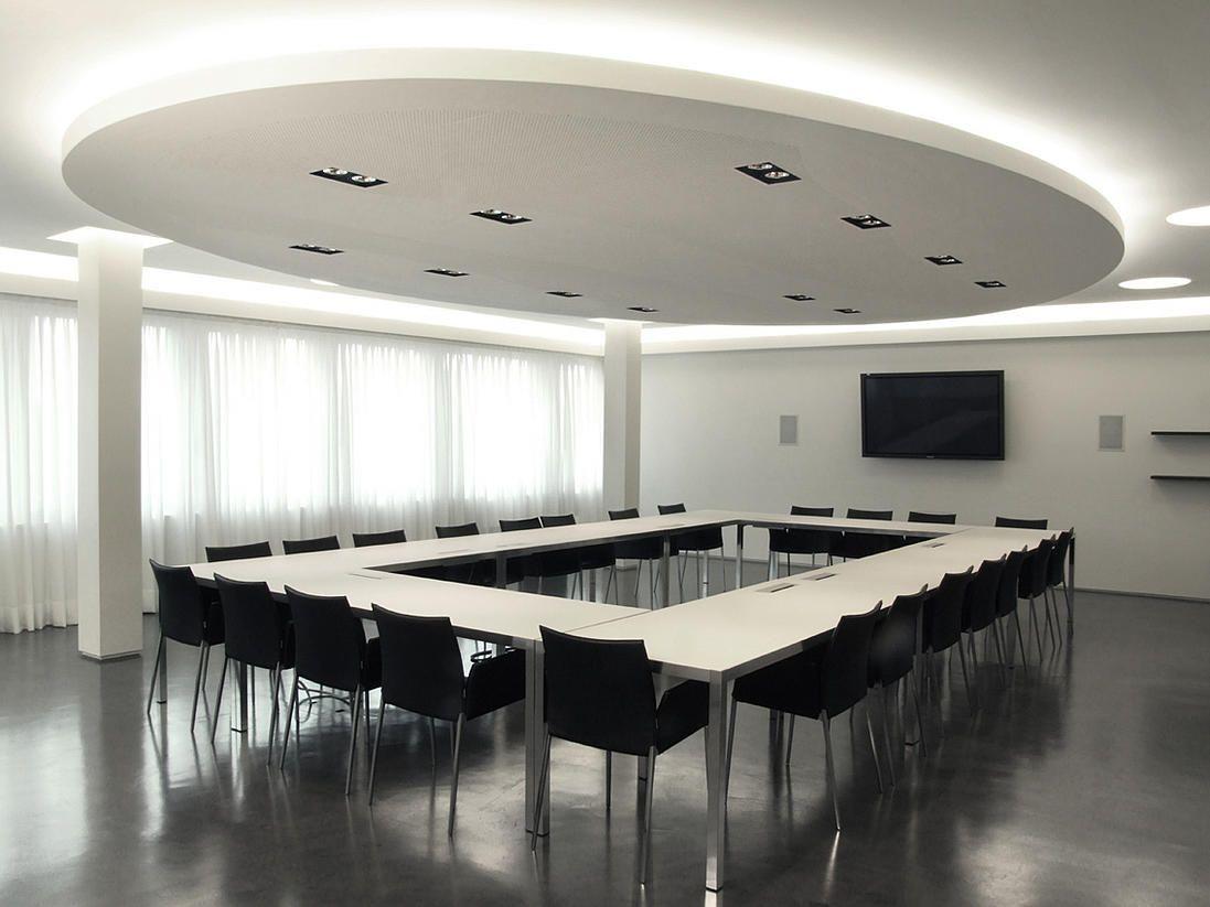 Progetto della sala riunioni della rsi a comano progetto for Arredamento architettura interni
