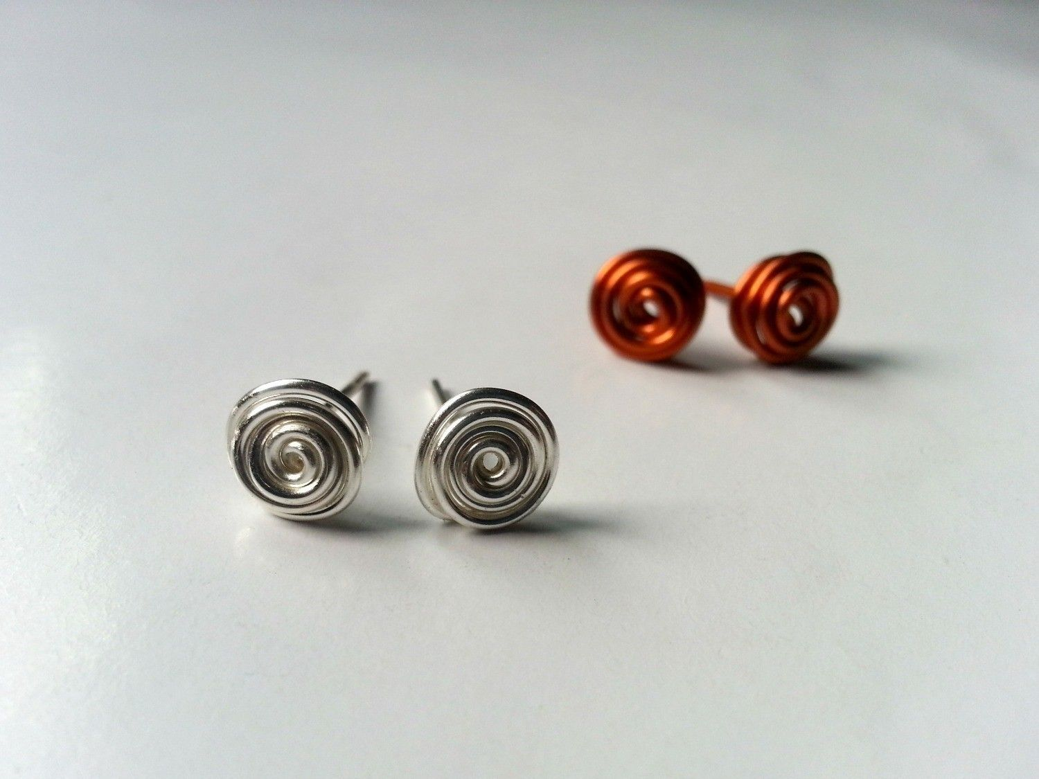 Swirly Stud Earrings | Wire earrings, Tutorials and Free
