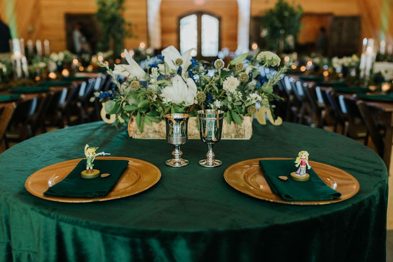 Evergreen Velvet Table Linen in 2020 Sweetheart table