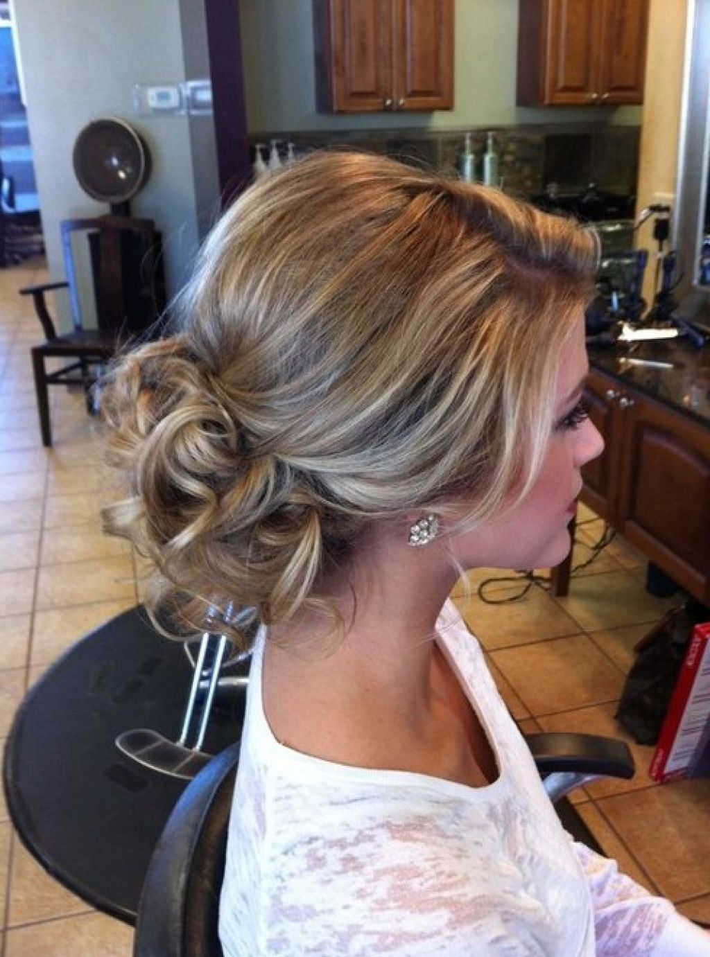 40 Quick And Easy Updos For Medium Hair Hairstyles Updo Updohairstyles Easyhairupdos Easy H Easy Updos For Medium Hair Medium Hair Styles Easy Hair Updos