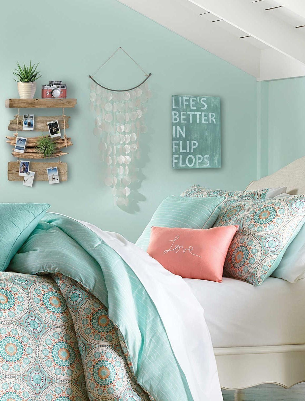 Beach theme pastel bedroom decor ideas with cute beachy wall ...