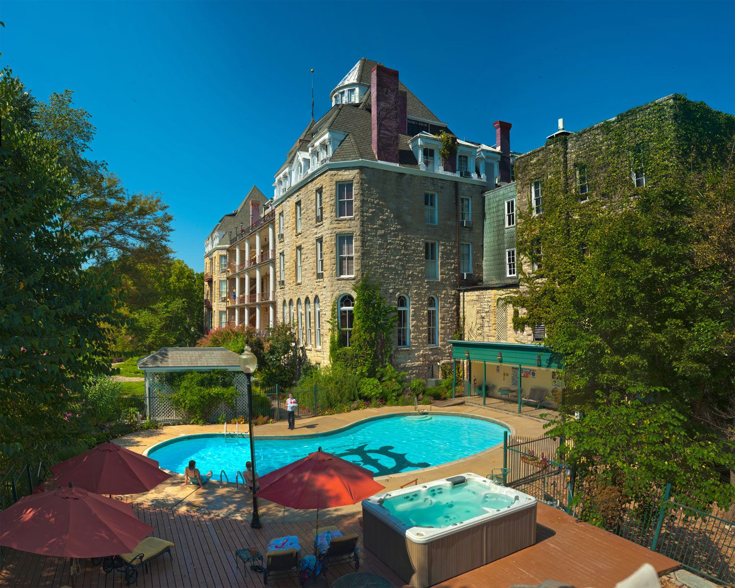 12 Of The Best Historic Hotels In America Historic Hotels Haunted Hotel Eureka Springs