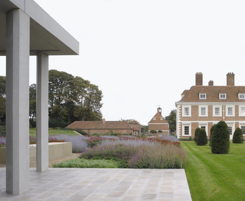 sergison bates architects / garden pavilion adjacent to yotes court manor, mereworth kent (garden design: tom stuart-smith)