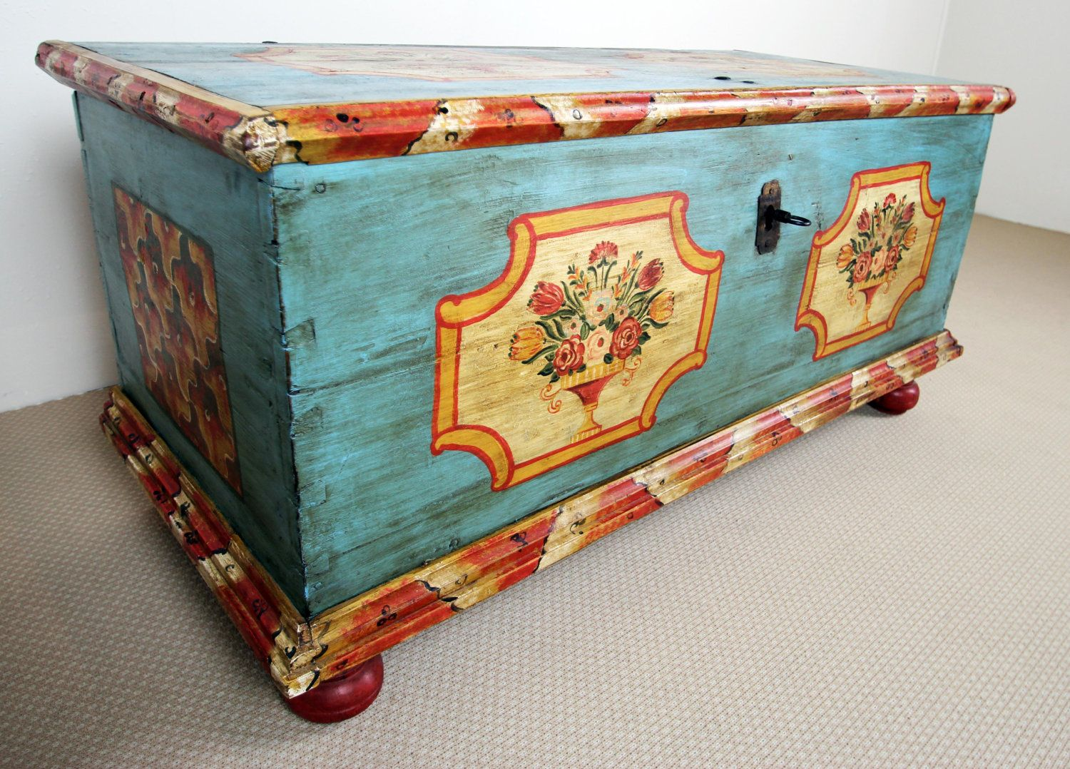 Yellow Möbel Truhe Antique European Blue Yellow Orange Painted Trunk With Key