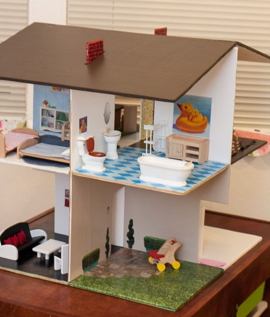 We were on the hunt for a dollhouse to give our sophia 3 for Imitazioni mobili design