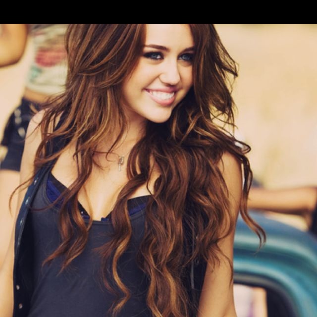 My Dream Was To Have Miley Hair Too Bad She Went Crazy Oh Well I Still Want My Hair To Look Like This Miley Cyrus Hair Hair Styles