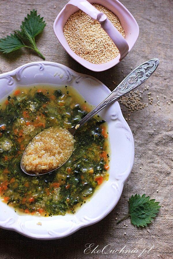 Wzmacniająca śniadaniowa zupa z płatkami orkiszowymi i pietruszkowym olejem z ostropestu (wg 5 przemian)