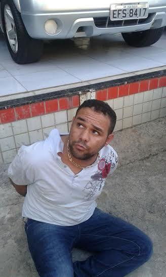 BLOG DJ AILDO: PM prende homens e recupera materiais após assalto...