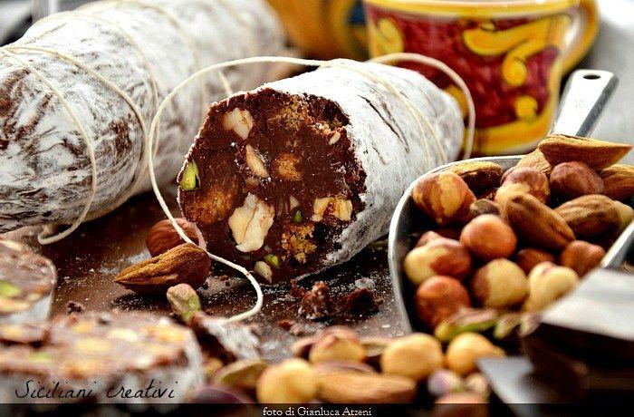 Salame di cioccolato e frutta secca, senza uova | SICILIANI CREATIVI IN CUCINA | di Ada Parisi