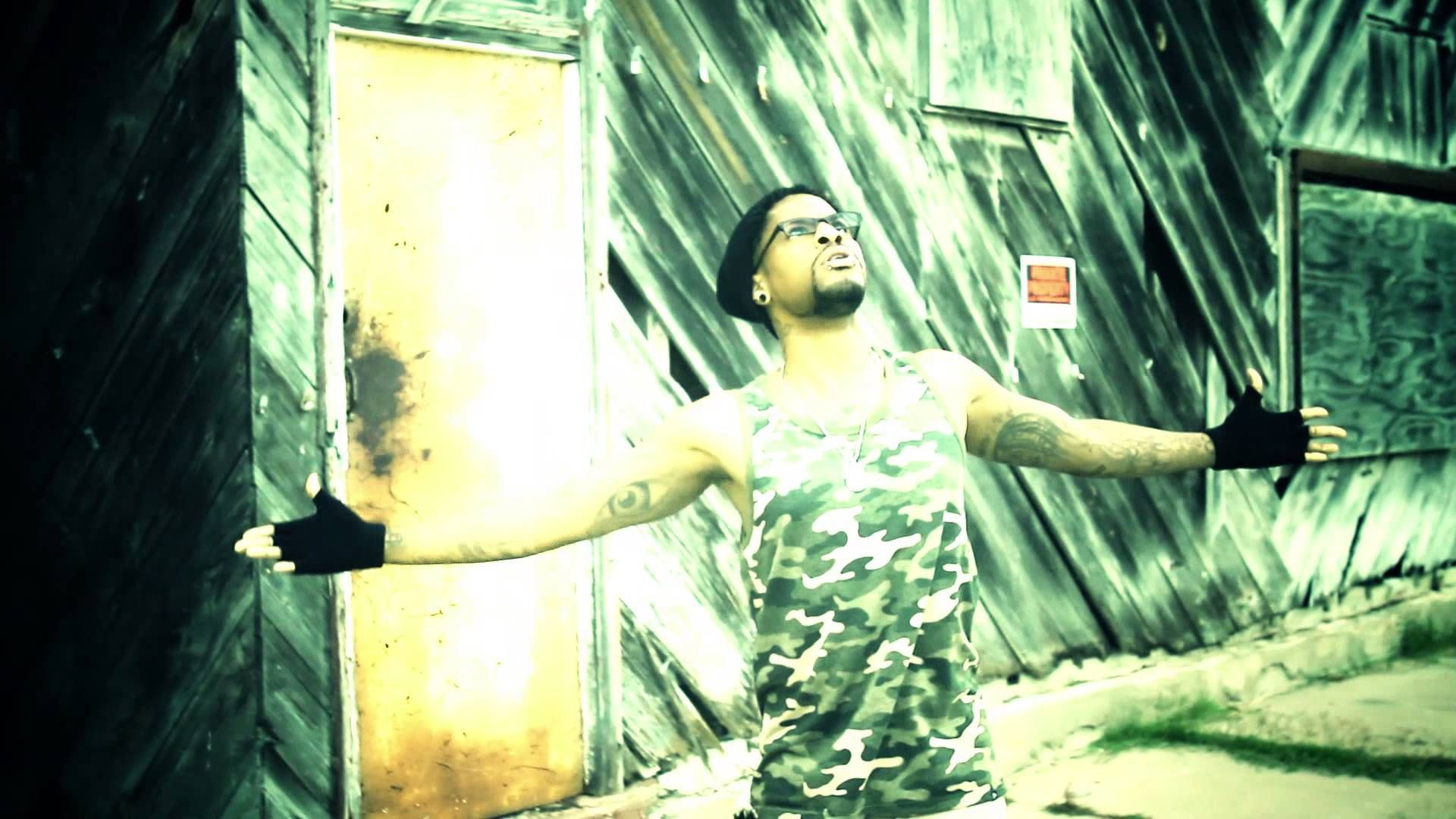 UnderDog - {Official Music Video} - Ma'Zek © 2013 Im an underdog and ready and willing to enlist....Peace from the CRAZY ONE