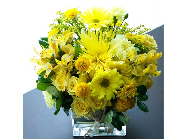 Centro de mesa con flores amarillas decoraci n boda en - Arreglos de flores para bodas ...