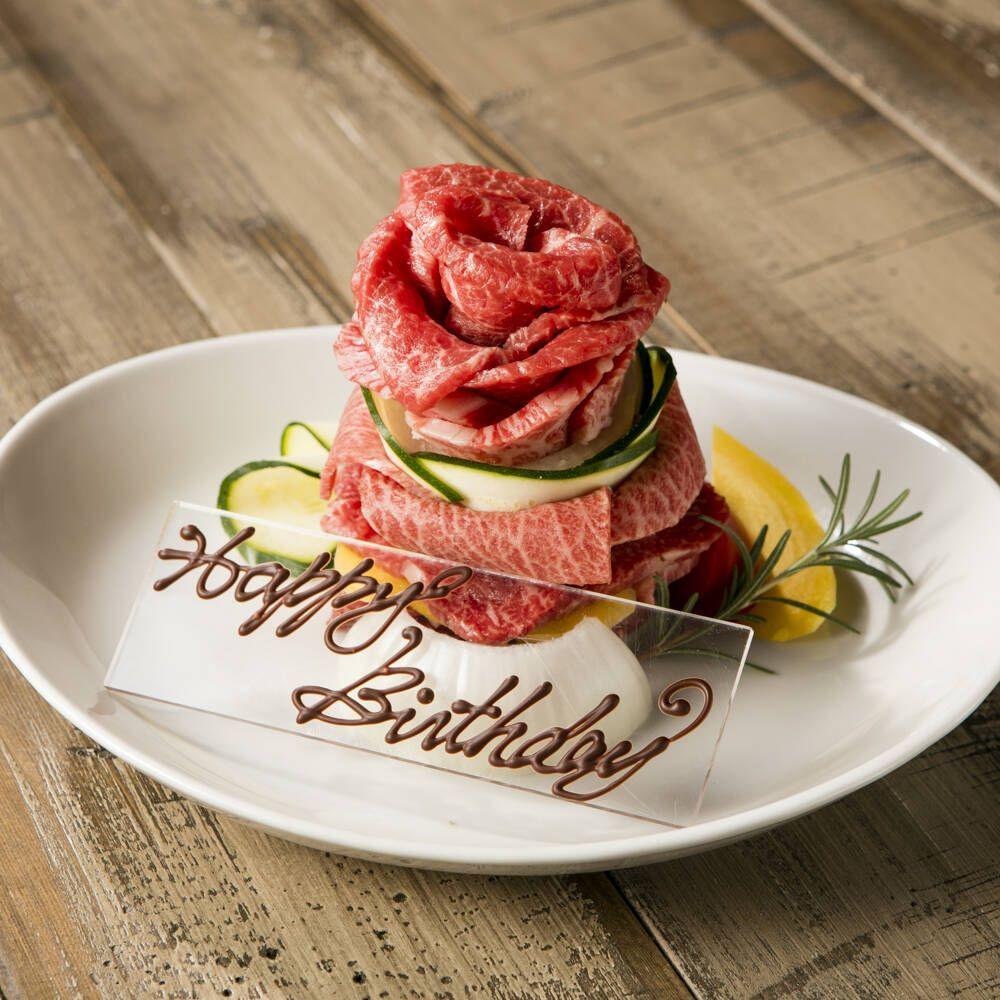 誕生日 乾杯スパークリング メッセージ入り肉ケーキでお祝い 名物フォアグラとトリュフの石焼ビビンバも付いた誕生日ランチのイメージ画像 焼肉 メニュー 食べ物のアイデア 肉 ケーキ