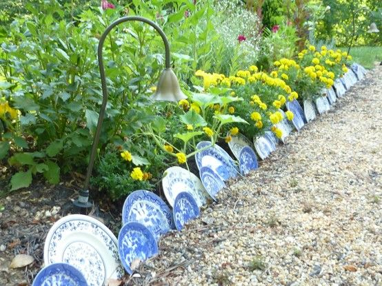 Garden Border Made Of Old Plates Garden Edging Lawn Edging Diy Lawn Edging