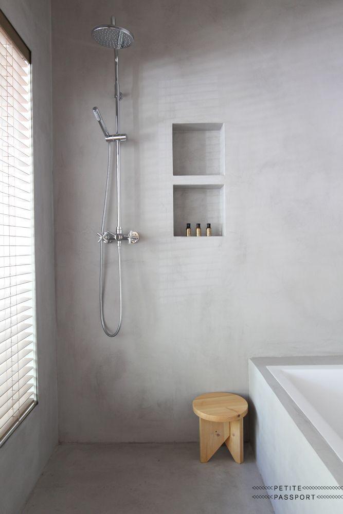 O wand in hellem grau nische f r hygieneartikel o bad - Anstrich badezimmer ...