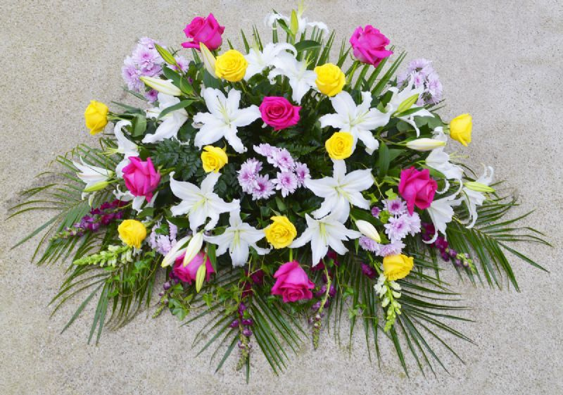 Ramos centros y coronas de flores para difuntos al - Centros de flores naturales ...