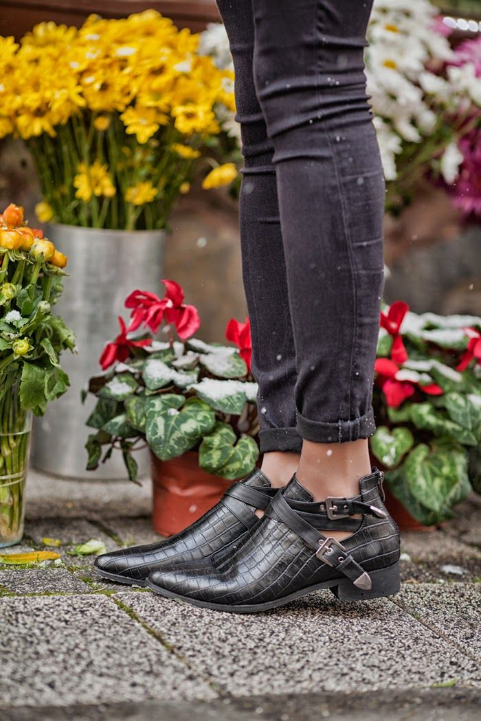 a917d773108 so Stylish this Black Ankle Boots Zapatillas