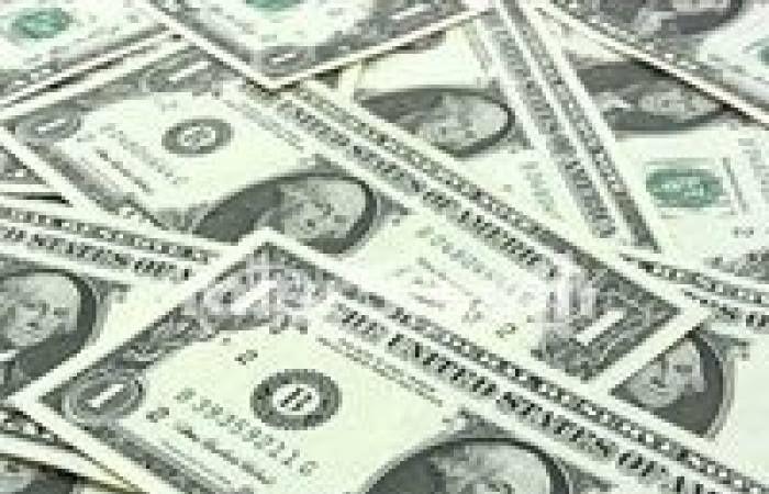 بعد ضغط البنوك السوق السوداء تخفض سعر الدولار انخفض سعر الـدولار في السوق السوداء خلال التعاملات المسائية اليوم الخميس بقيمة 30 قرش Us Dollars Essel Money