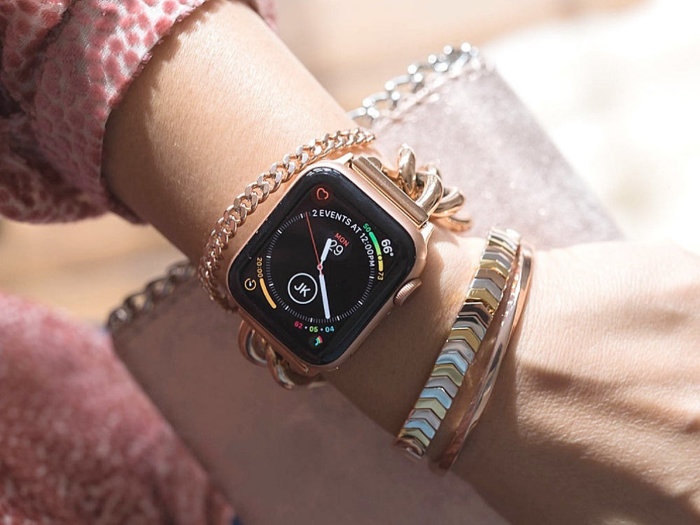 Hey, fancy! Here's the Apple Watch Series 4 (gold aluminum