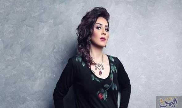 وفاء عامر تشارك في Fashion Open Shoulder Tops Style