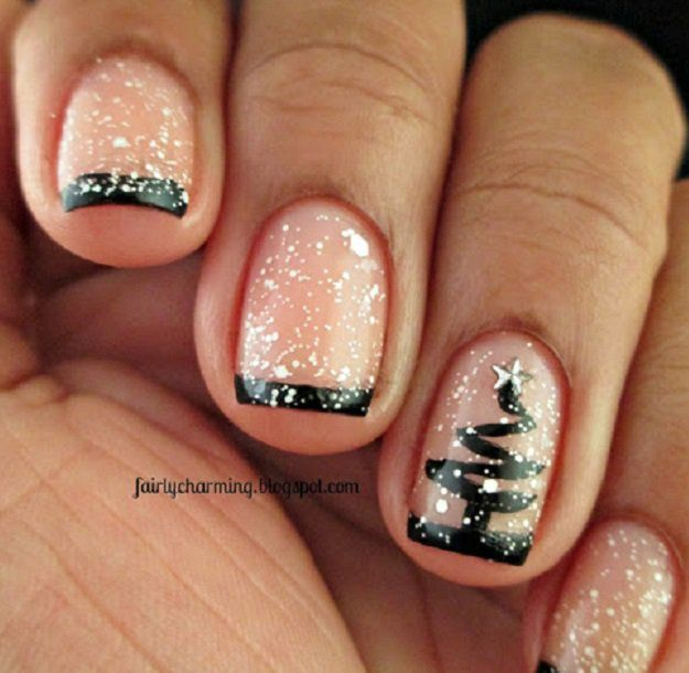 Minimal Christmas Tree | 11 Holiday Nail Art Designs That Are Too Pretty To Pass Up