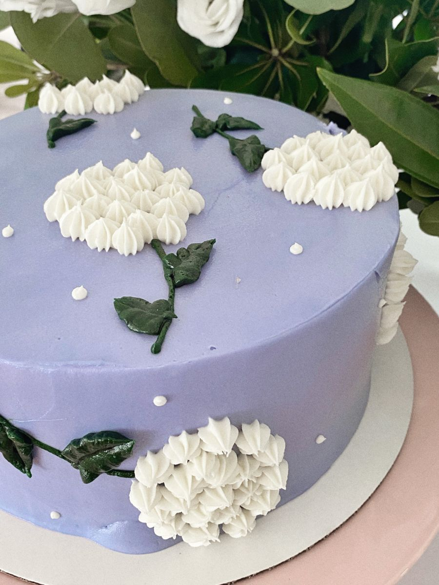 #cake #hydrangeas #sweettooth #flowercake #flowers #birthdaycake #birthday
