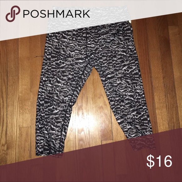 Fabletics Speckled Workout Capris SOO COMFORTABLE! Again, great for lounging or working out. SUPER CUTE! Fabletics Pants Capris