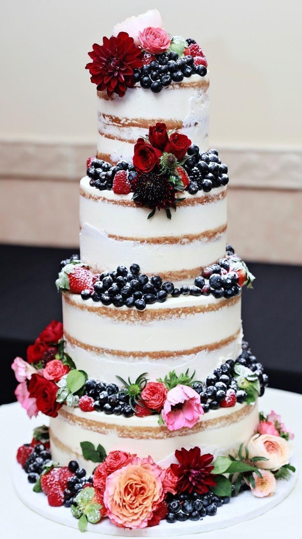 Dieses fertige Produkt! Atemberaubende 4-stöckige nackte Hochzeitstorte mit frischem Obst und #barnweddings